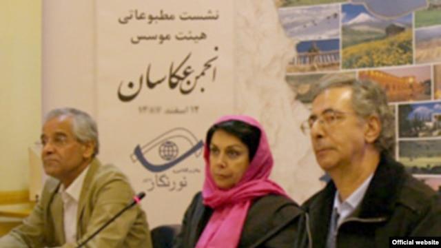Maryam Zandi (center), the head of the National Society of Photographers