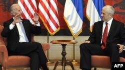 Nënpresidenti amerikan, Xho Bajden, gjatë takimit me presidentin serb, Boris Tadiq.