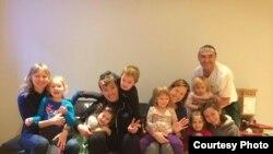 Сабыйлар-Монреаль дәресләренә йөрүче балалар һәм аларның әти-әниләре