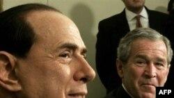 لارپوبلیکا می نویسد: سیلویو برلوسکونی هرگز از کلمه جنگ یا اقدام نظامی علیه ایران صحبت نکرد.(عکس: AFP)