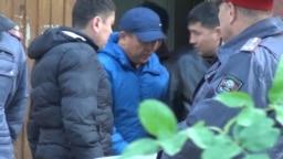 Икрамжан Илмиянов выходит из здания суда, 20 октября 2018 г.