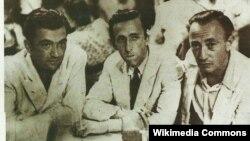 Orxan Vəli ortada, Səbahəddin Eyyuboğlu solda, Sait Faiq sağda