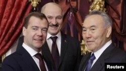 Президенти Росії, Білорусі і Казахстану Дмитро Медведєв, Олександр Лукашенко і Нурсултан Назарбаєв (зліва направо)