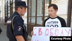 Участник пикета в поддержку мэра Ярославля Евгения Урлашова