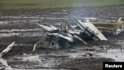 Уламки літака, що розбився в Ростові-на-Дону