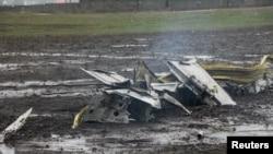 Обломки самолёта на месте падения в ночь на субботу
