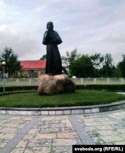 Помнік Адаму Міцкевічу ў Наваградку
