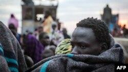 یکی از شهروندان سودان جنوبی در بور؛ آمارها نشان از کشته شدن روزی ۲۸۰ نفر در نبردهای داخلی سودان جنوبی دارند