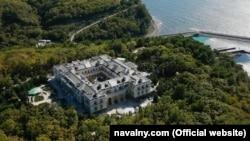 """Вид с воздуха на """"дворец Путина"""""""