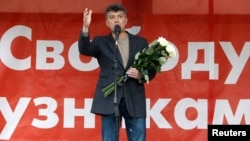 Оппозиционный политик Борис Немцов выступает на митинге протеста. Москва, 6 мая 2013 года.