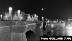 22 septembrie 1985, Paris - Pont Neuf împachetat de Christo.