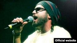 Шахин Наджафи, иранский музыкант, певец, рэпер, автор песен и социальный активист, в настоящее время проживающий в Германии.