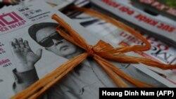 Ким Чен Ир, отец убитого Ким Чен Нама и правящего КНДР Ким Чен Ына, на первых страницах газет