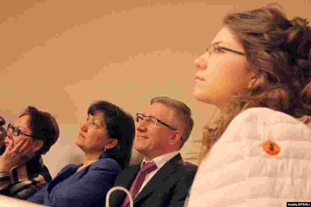 Татарстан финанс министры Радик Гайзатуллин (уңнан икенче) татар концертларының даими кунагы