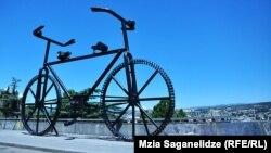 Пам'ятник велосипеду у Тбілісі, Грузія