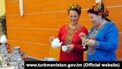 Türkmenistanyň Saglygy saklaýyş we derman senagaty ministrligi ilata prezidentiň kitabyndaky çaýlary içmegi maslahat berdi. TDH-nyň resmi websahypasyndan alnan surat