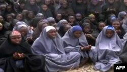 Boko Harami ka publikuar pamje të vajzave të rrëmbyera.