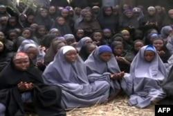 """Похищенные школьницы. Кадр из видеозаписи, распространенной """"Боко Харам"""""""
