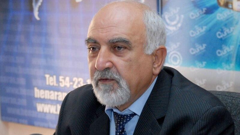 Hayrikyan@ teknatsuneric mekin meghadrum e ir gaghapar@ goghanalu mej