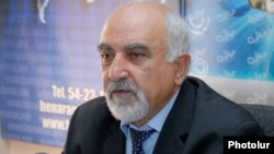 Armenia - Soviet-era dissident Paruyr Hayrikyan gives a press conference in Yerevan, 06Nov2012.