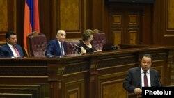 Armenia - Deputy Defense Minister Ara Nazarian (R) addresses the Armenian parliament, Yerevan, 2Jul2015.