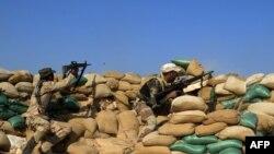 نیروهای دولتی و هواداران آن در اطراف رمادی و بخشهایی از آن حضور دارند