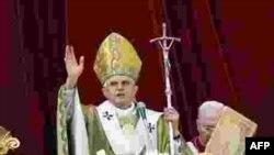 در ۱۹ آوريل سال ۲۰۰۵ ميلادی «اسقف جوزف راتزينگر» با لقب بنديکت شانزدهم در واتيکان به عنوان پاپ رهبر کاتوليک های جهان انتخاب شد
