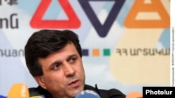 Հայաստանի արտակարգ իրավիճակների նախարար Արմեն Երիցյանը լրագրողների հետ հանդիպմանը: 4-ը փետրվարի, 2011թ.