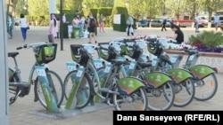 Велосипед станцияларының бірі. Астана. Тамыз, 2017 жыл.