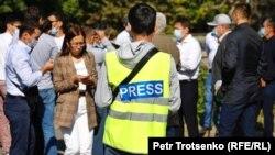 Проект правил аккредитации ухудшает и без того плачевную ситуацию со свободой СМИ в Казахстане, считают журналисты.