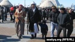 Астанадағы Наурыз мейрамына қатысушылар. Көрнекі сурет