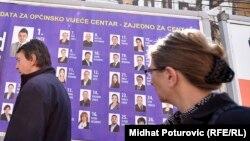 """""""Vruća politička scena zaslužuje relaksaciju i smatram da se izbori trebaju raspisati prema postojećem Izbornom zakonu"""", ocjenjuje analitičar Slaven Kovačević (na fotografiji: predizborni plakati u Sarajevu, fotoarhiv)."""
