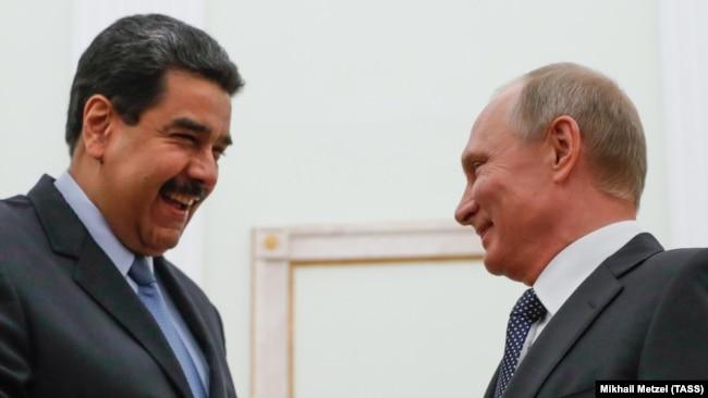Russian Preident Vladimir Putin (right) Venezuelan President Nicolas Maduro (file photo)