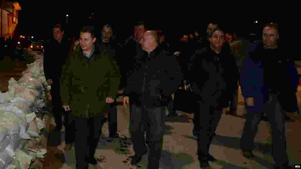 МАКЕДОНИЈА - Кривична пријава за поранешниот градоначалник на Штип Илчо Захариев (на фотографијата со поранешниот премиер Никола Груевски) поднесе Финансиската полиција, поради оштета на државниот буџет во вредност од 420 илјади евра.