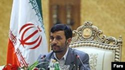 رییس جمهوری اسلامی می گوید ایران فعالیت های هسته ای خود را متوقف نمی کند