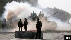 Російські танки рухаються в бік Південної Осетії, серпень 2008 року