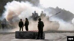 Сколько еще дней продлятся военные маневры в Южной Осетии и, соответственно, сколько еще времени остается у официального Тбилиси, чтобы обозначить свою позицию, – неизвестно