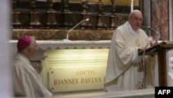 Папа Римський Франциск проводить першу після карантину месу, Ватикан, 18 травня 2020 року