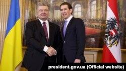 Президент України Петро Порошенко (ліворуч) і федеральний канцлер Австрії Себастіан Курц. Відень, 8 лютого 2018 року