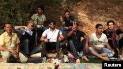 Marie Kolvin me kryengritësit libianë në Misrata, korrik 2011...
