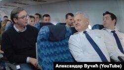 Deo iz predizbornog spota u avionu