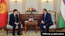 Премьер-министры Кыргызстана и Узбекистана Сапар Исаков и Абдулла Арипов. Фергана. 29 марта 2018 года.