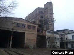 Центральна збагачувальна фабрика імені Кисельова, яку ріжуть на металобрухт