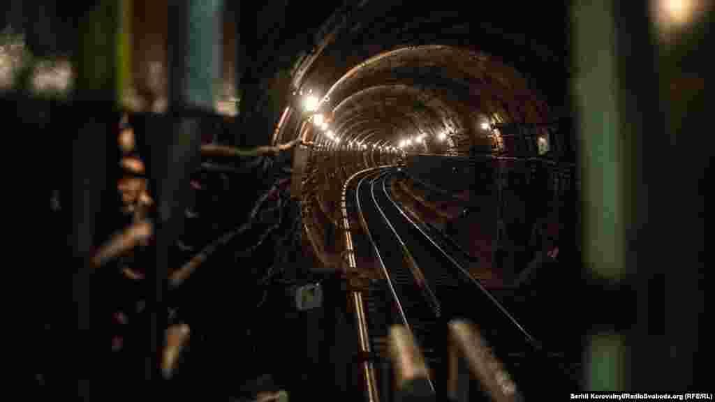 Сьогодні їх чекає складна робота – заміна рейок у тунелі