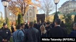 Оцепление во время церемонии открытия памятника Исламу Каримову. Москва, 18 октября 2018 года.