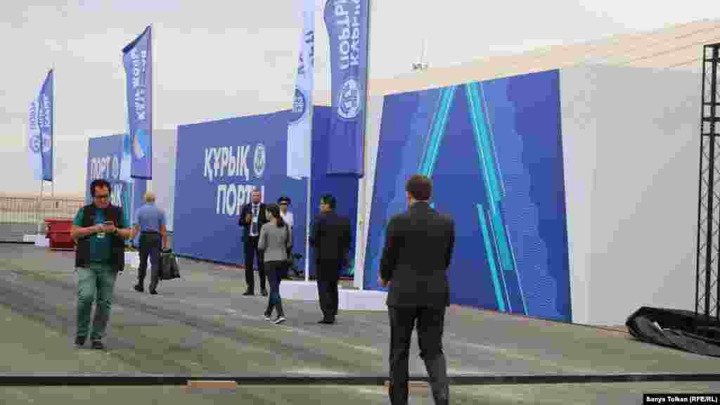 Каспий саммиті қарсаңында Құрық порты маңында жүрген азаматтар. 11 тамыз 2018 жыл