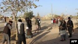 باشندههای ولسوالی چرخ ادعا میکنند که در درگیریهای چند روز اخیر در این ولسوالی شماری از غیر نظامیان کشته شدهاند.