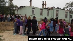 Ученици во Долно Српци.
