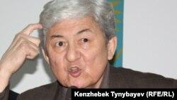 Cаясаткер Төлеген Жүкеев баспасөз мәслихатында. Алматы, 28 желтоқсан 2011 ж.