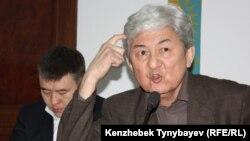 Оппозиционный политик Толеген Жукеев.